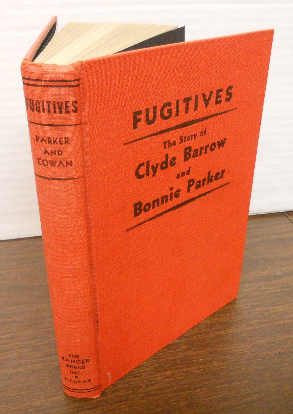 Fugitives - The Story of Clyde Barrow and Bonnie Parker